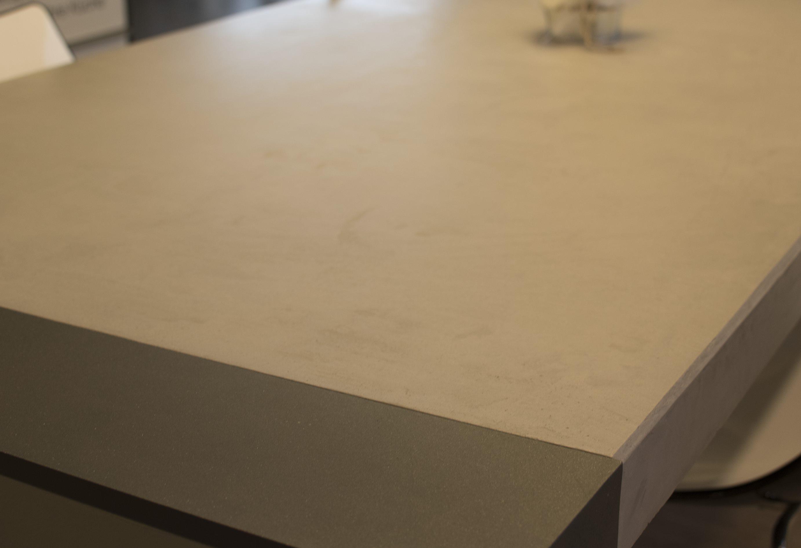 mainTisch-Beton-Tisch-Betontist-massTisch-Schreibtisch-Esstisch-Stahlrahmen4