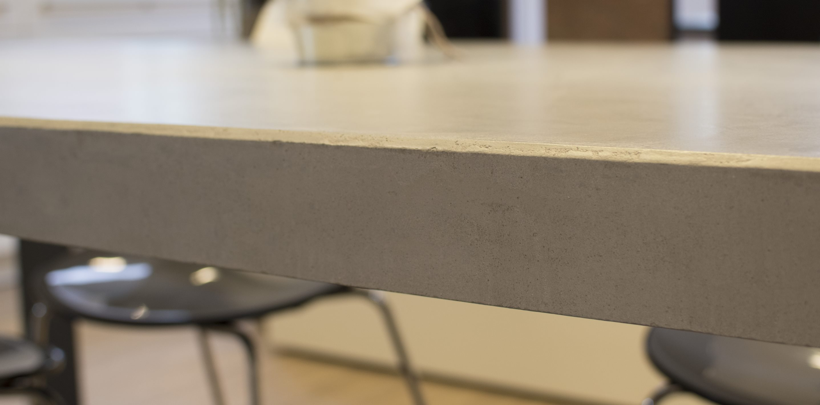 mainTisch-Beton-Tisch-Betontist-massTisch-Schreibtisch-Esstisch-Stahlrahmen3