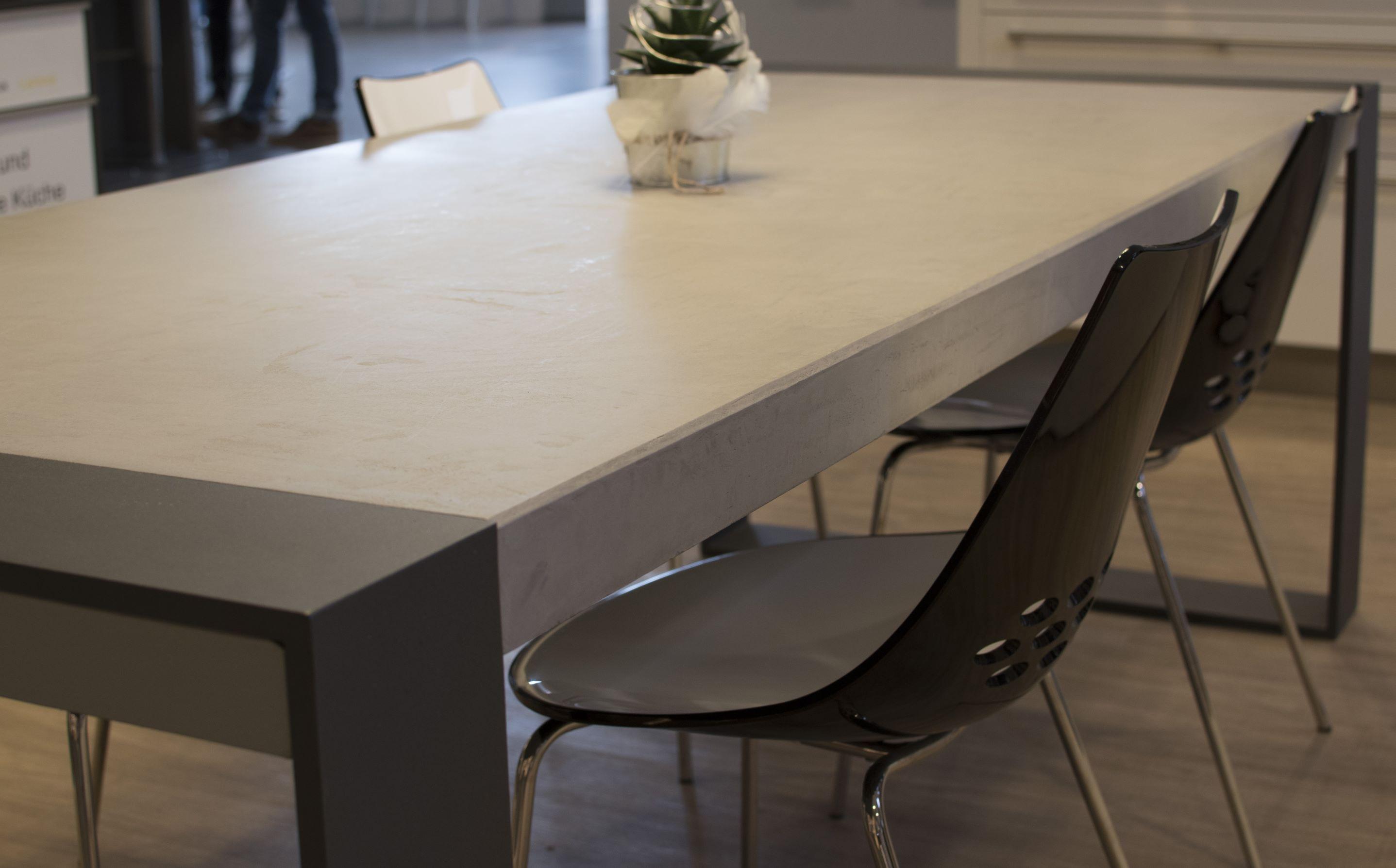 mainTisch-Beton-Tisch-Betontist-massTisch-Schreibtisch-Esstisch-Stahlrahmen5