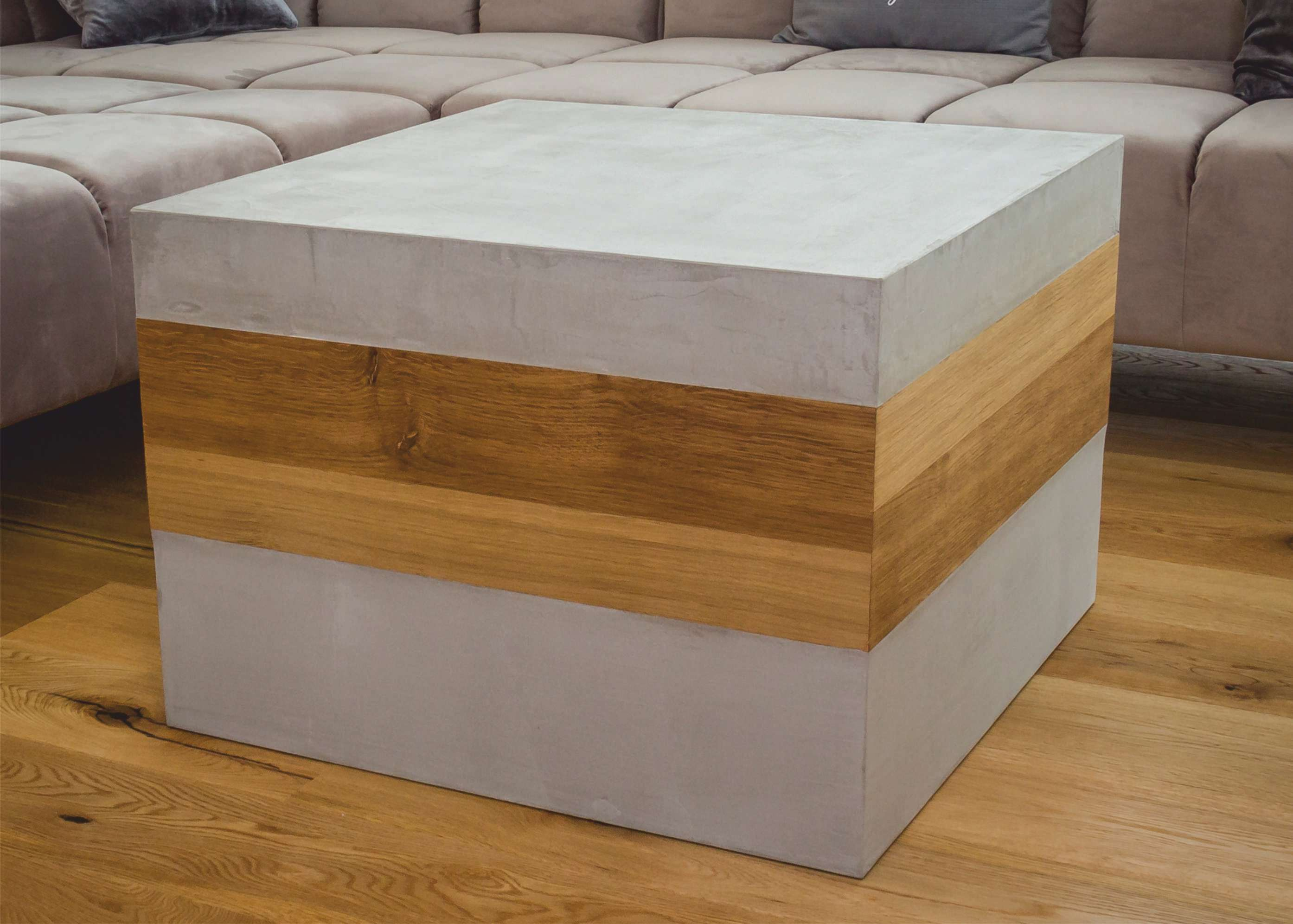mainTisch mainBeton Wohnzimmertisch Couchtisch Betontisch Beton Holz Eiche fugenlose Betonboden Badezimmer Betoninsel Aussenküche1-1