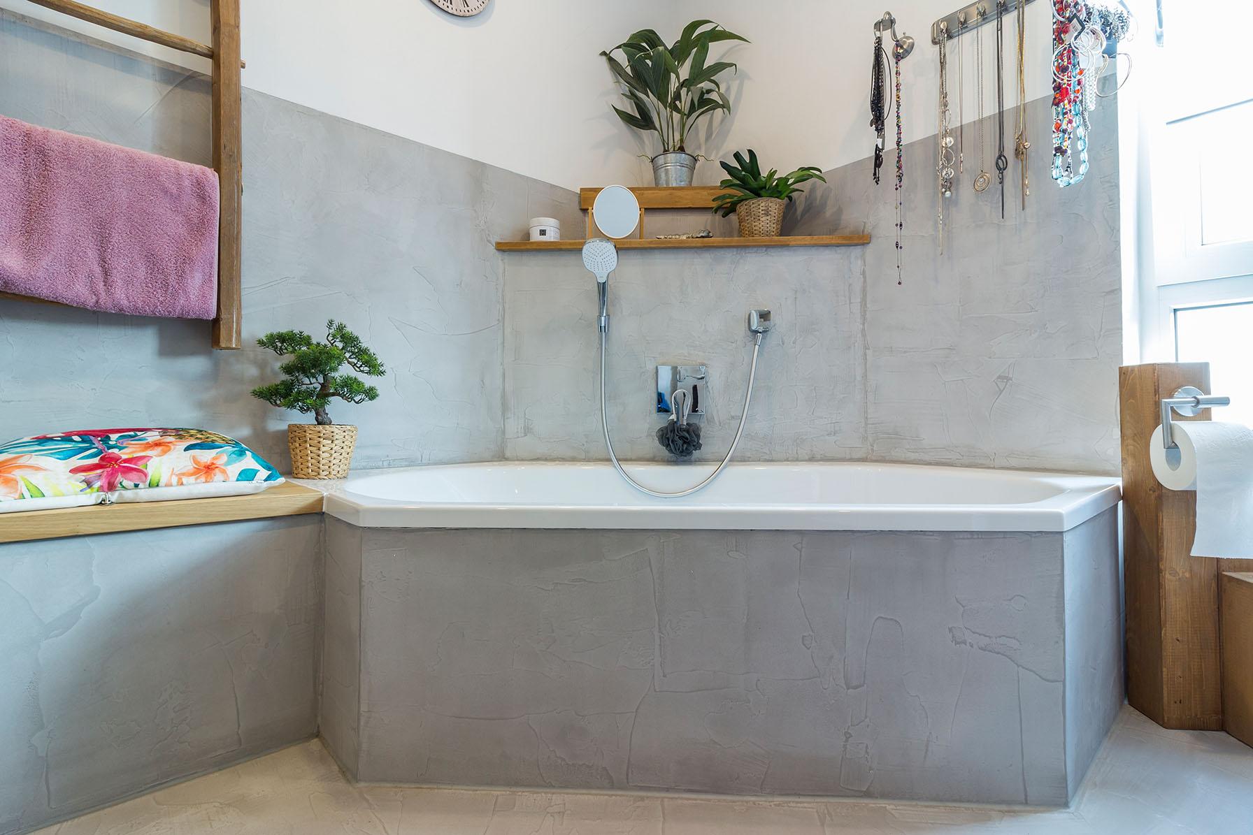 Badezimmer Spachtelbeton gespachteter Beton Dusche Badewanne Betonboden Gussboden fugenlos Treppe grau Küche Bad Badezimmer Wohnzimmer Tisch Möbel mainTisch mainBeto - Kopie