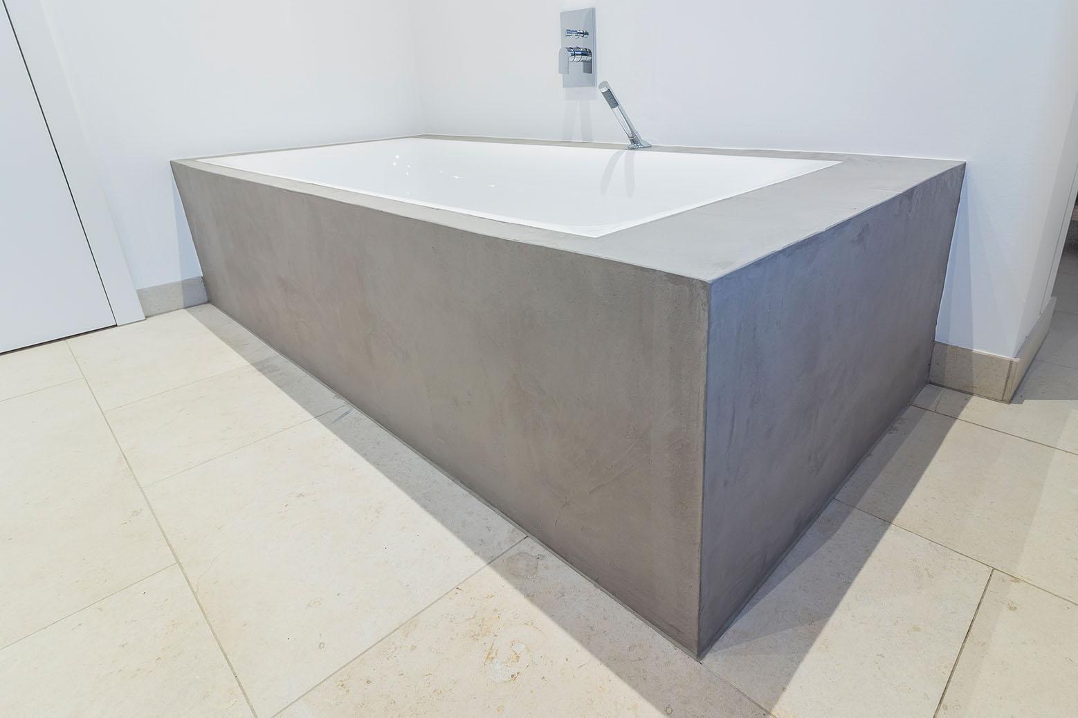 Badezimmer Spachtelbeton Gespachteter Beton Dusche Badewanne Betonboden Gussboden Fugenlos Treppe Grau Kuche Bad Badezimmer Wohnzimmer Tisch Mobel Maintisch Mainbeton Maingrill 2 Maintisch
