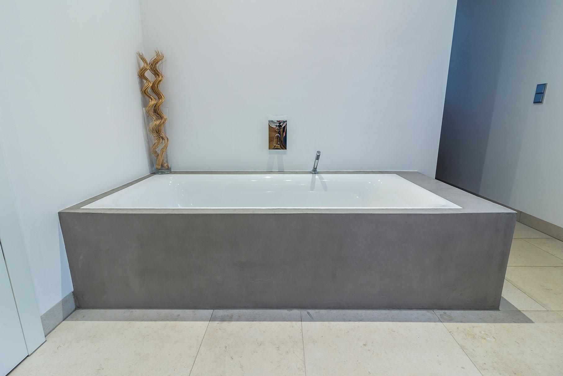 mainTisch Badewanne Beton Sanne living