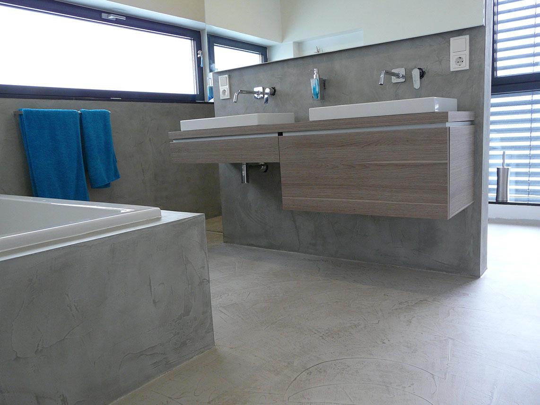Badezimmer Spachtelbeton gespachteter Beton Dusche Badewanne Betonboden Gussboden fugenlos Treppe grau Küche Bad Wohnzimmer Tisch Möbel mainTisch mainBeton mainGrill 12