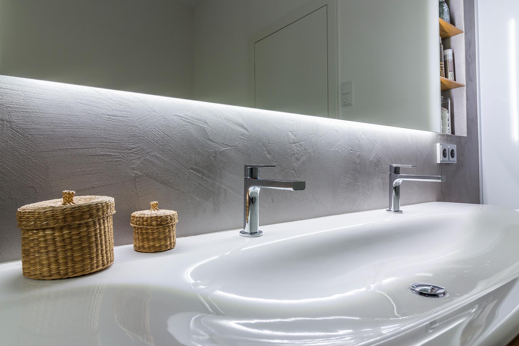 Badezimmer Spachtelbeton gespachteter Beton Dusche Badewanne Betonboden Gussboden fugenlos Treppe grau Küche Bad Wohnzimmer Tisch Möbel mainTisch mainBeton mainGrill 9