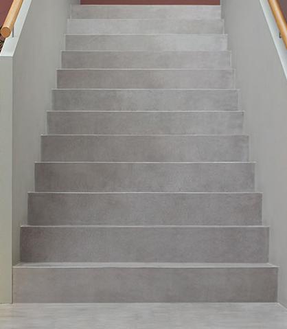 Betonboden gespachtelt fugenlos Treppe Wand grau Küche Bad Badezimmer Außenküche Grill Tisch Möbel mainTisch mainBeton mainGrill 9
