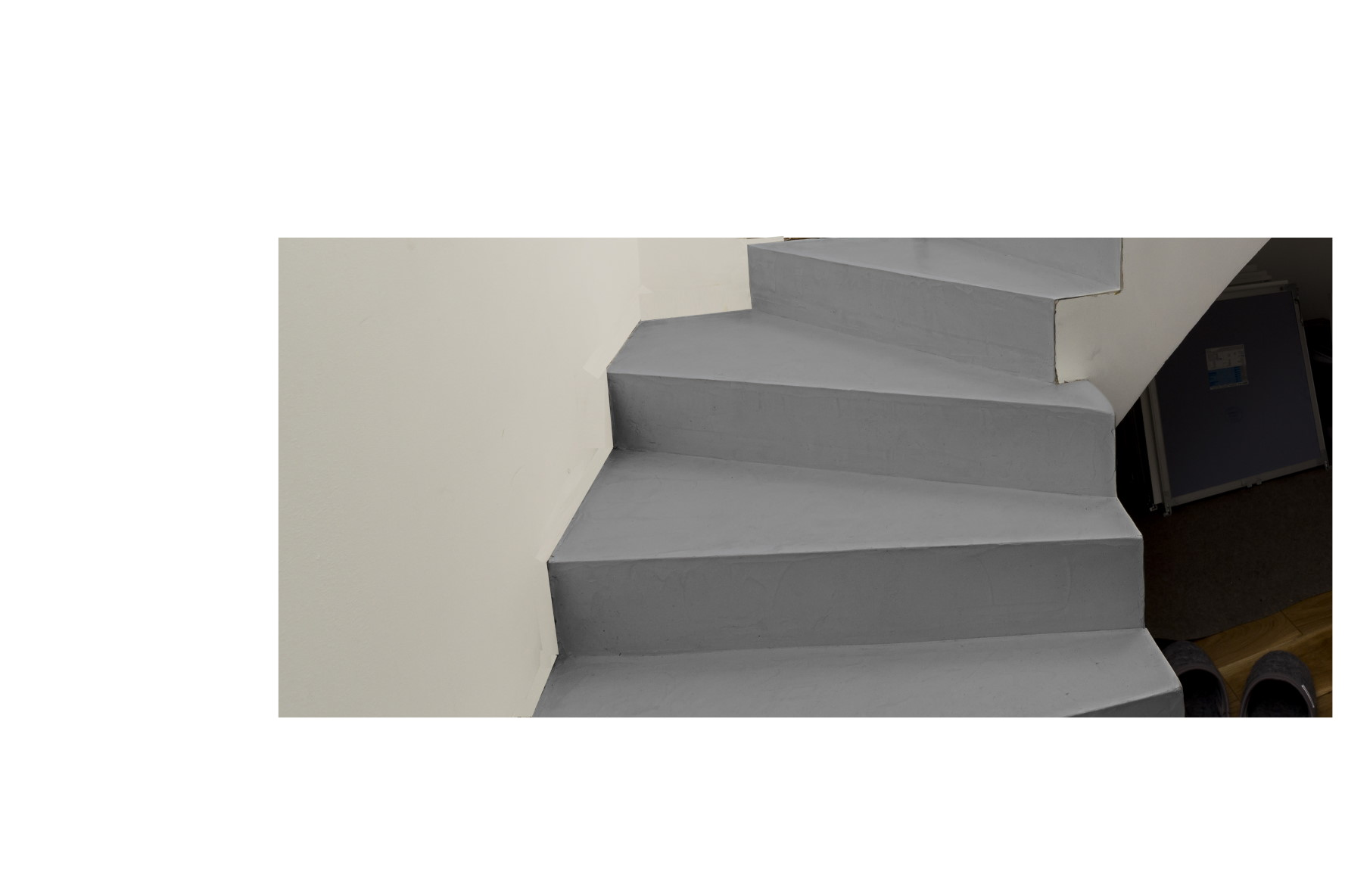 mainTisch-Betontreppe-grau-2
